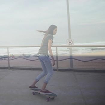 surfing-carving-slope-surfing-skateboard-sabina