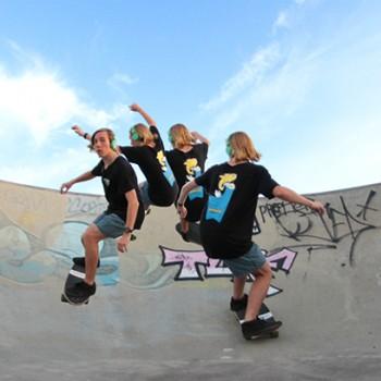 surfing-cutback-surfing-skateboard