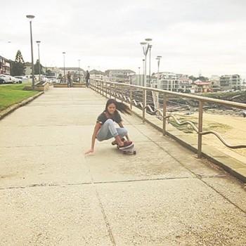 surfing-tail-slide-slope-surfing-skateboard-sabina