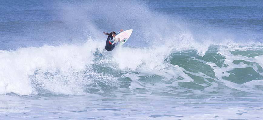 Mariana-Rocha-Assis-surf-peniche